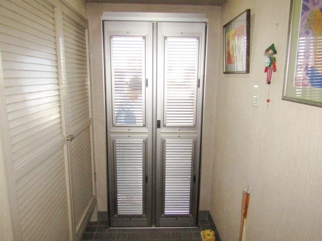 名古屋市中川区 ルーバー式玄関網戸取付工事