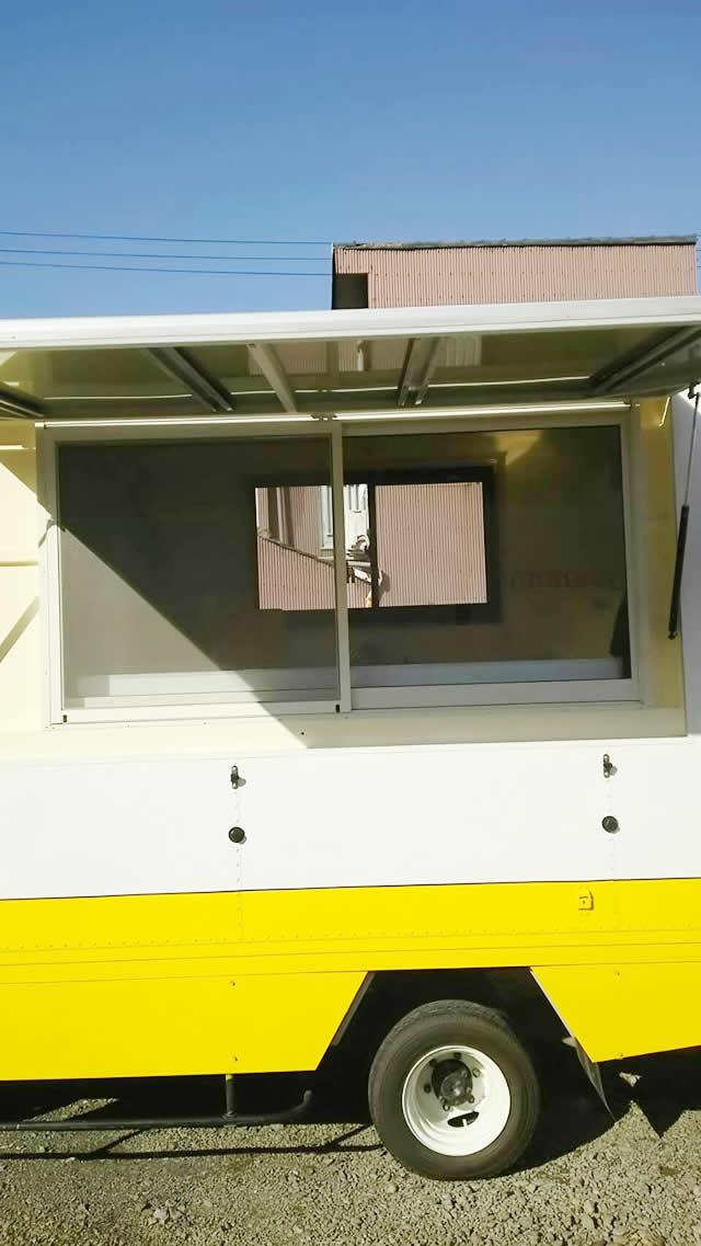 名古屋市 移動販売用車両(キッチンカー) 網戸取付工事