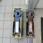 事務所ドア フロアヒンジ修理