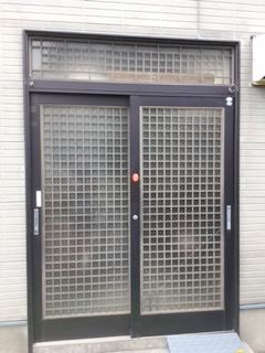 蒲郡市 玄関引戸ドア 取替工事. LIXIL リシェント54型 井桁格子