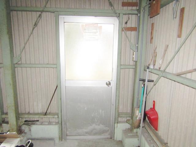 津島市 車庫 LIXILロンカラーガラスドア 上下パネル框ドア