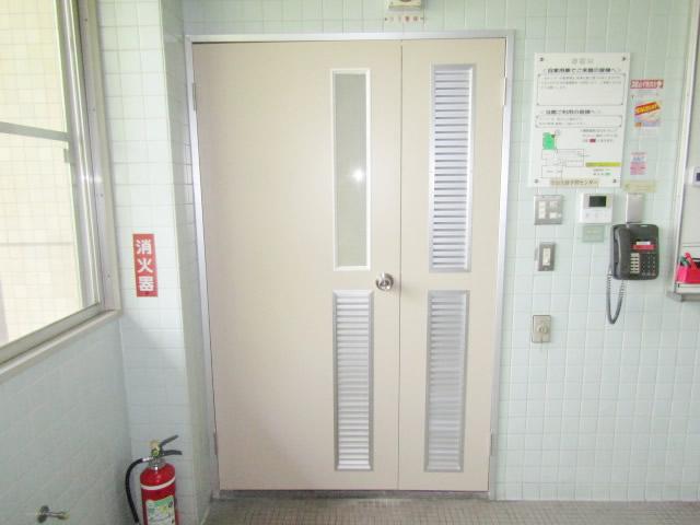 名古屋市守山区 某施設 木製親子扉取り替え
