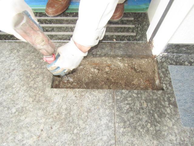 名古屋市昭和区 フロアヒンジ 石張り仕様 取替工事