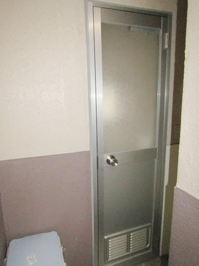 名古屋市中区 トイレ片開きドア取り替え工事