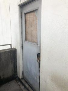 名古屋市港区 倉庫のドア、フラッシュドアガラスのリフォーム工事
