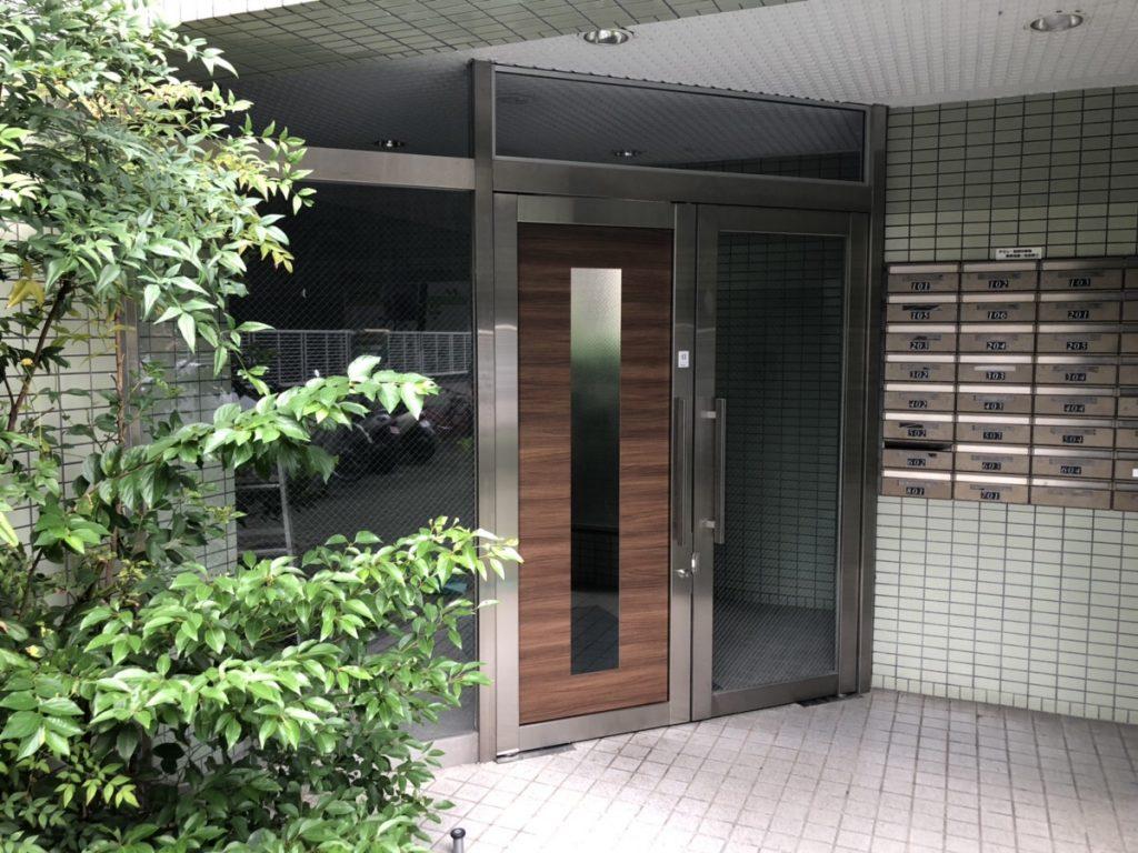 名古屋市東区 マンション玄関ドアのリフォームとフロアヒンジの取替工事