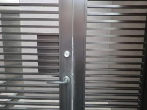 門扉防犯対策 作業前 外側