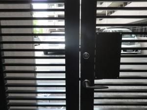 扉防犯対策 作業前 内側