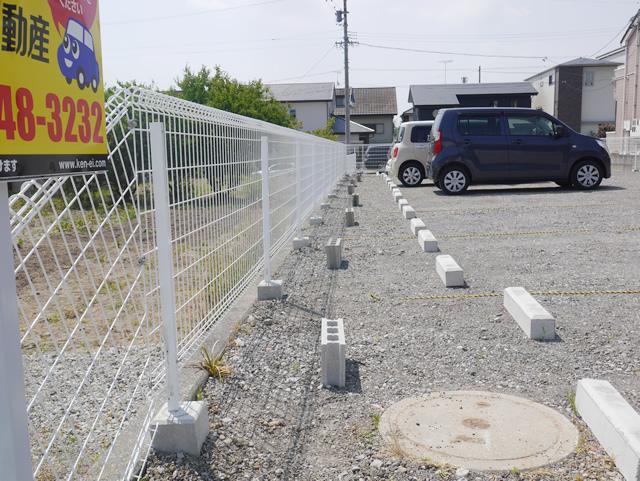 大府市大東町 月極駐車場 メッシュフェンス取付工事
