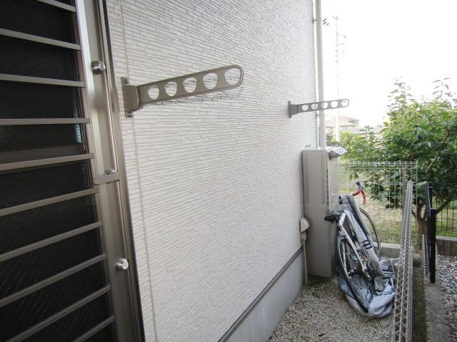 名古屋市緑区 壁付き物干し取付け工事