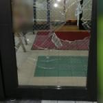 網入り透明ガラス 修理前