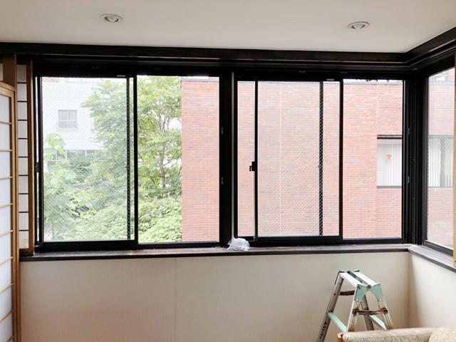 名古屋市西区 開き窓→引違い窓へ取替 手摺取付