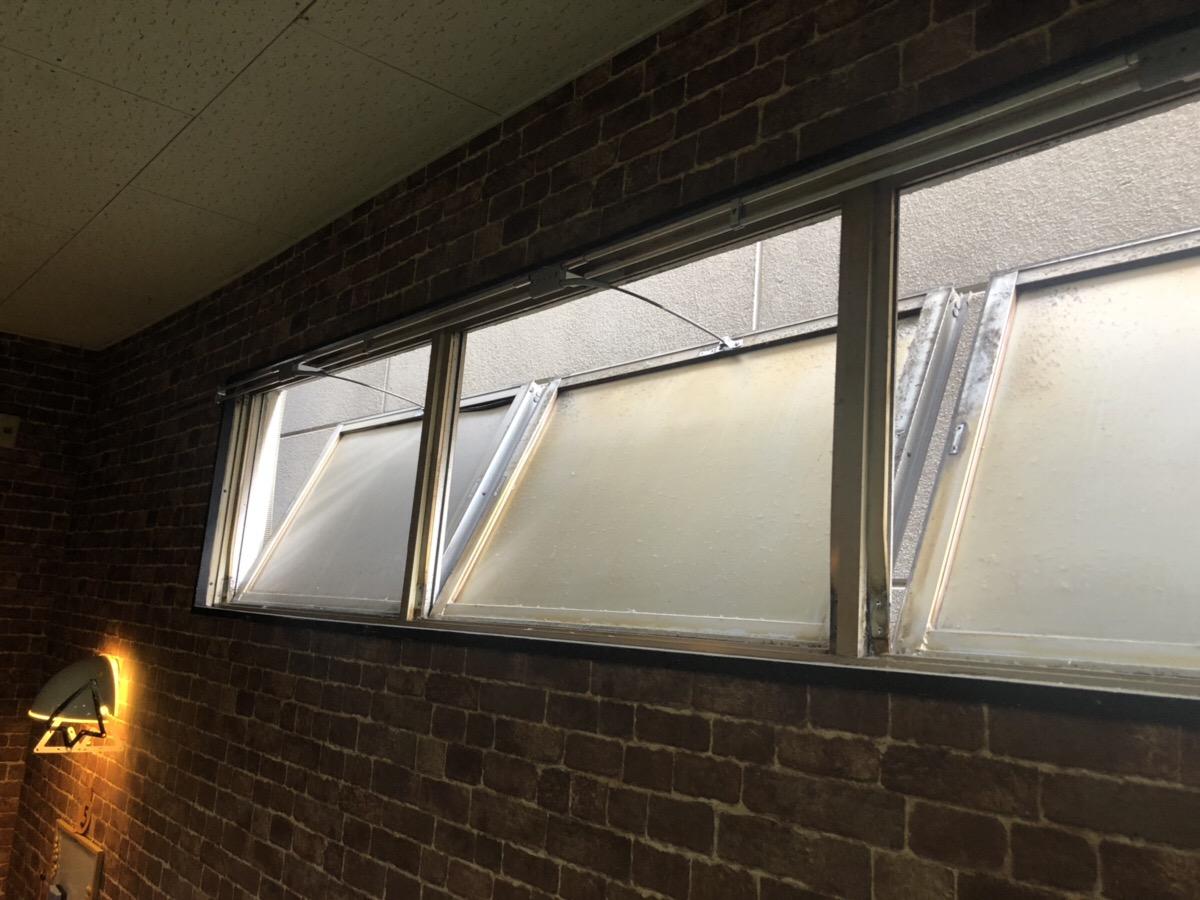 名古屋市瑞穂区 店舗窓修理工事