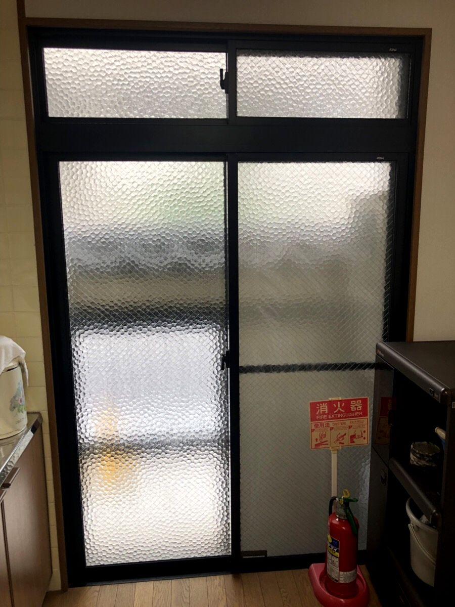 名古屋市 サッシ取替工事 掃き出し窓を玄関引戸に カバー工法