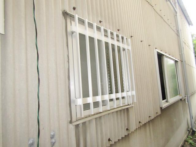 名古屋市北区 アルミたて面格子 シルバー 取付工事