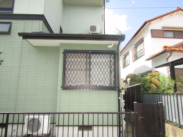 愛知郡東郷町 ヒシクロス面格子 ブラック色 腰高引違い窓 取付工事