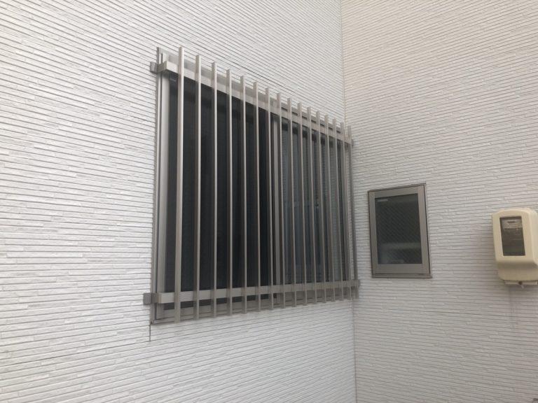 名古屋市守山区 縦面格子および目隠しセキュリティフィルター取付工事 LIXIL
