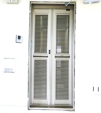 集合住宅の玄関網戸 ルーバー式玄関網戸 名古屋市南区