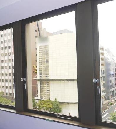 ガラス修理・交換 ビルのタテ軸回転窓 名古屋市中区