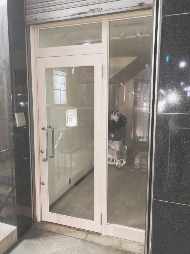 中区 店舗 硝子取替 木目調ダイノックシート貼付工事