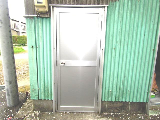 津島市 車庫ドア 框ドア取替工事