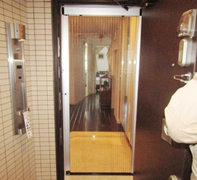 名古屋市千種区 玄関網戸「しまえるんですα」取付け工事
