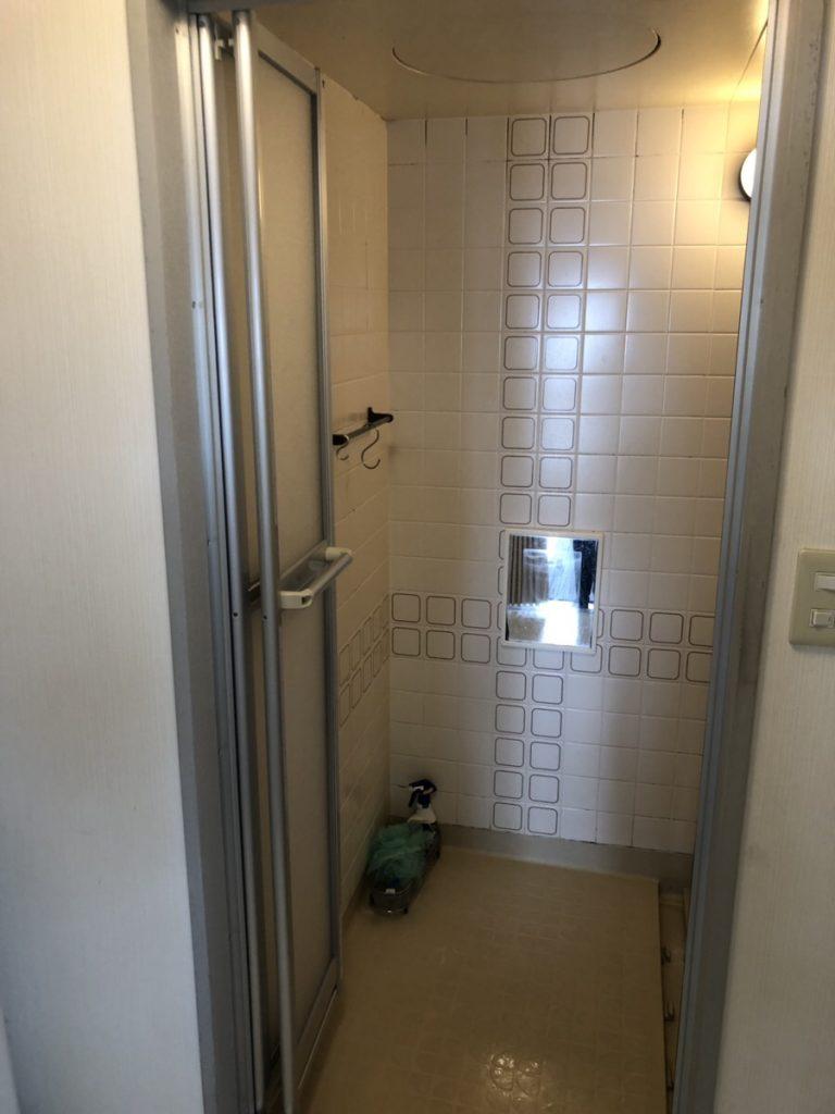【浴室ドアリフォーム】三協アルミ中折れドアをカバー工法で取付 名古屋市名東区