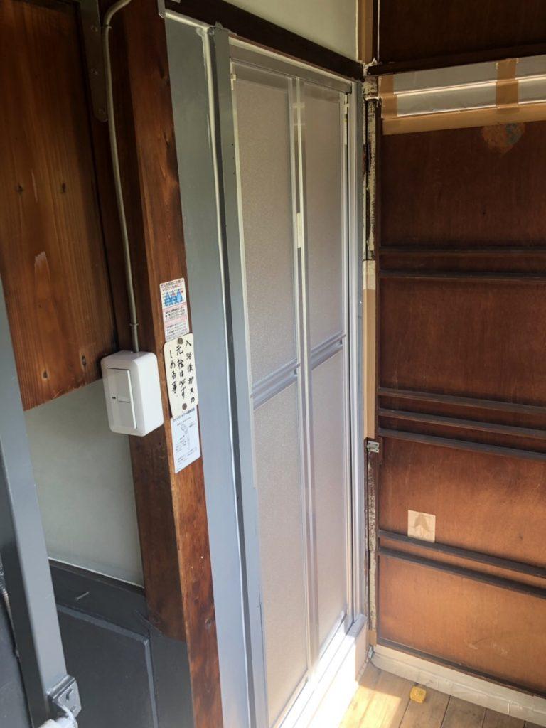 名古屋市南区 浴室中折ドア交換