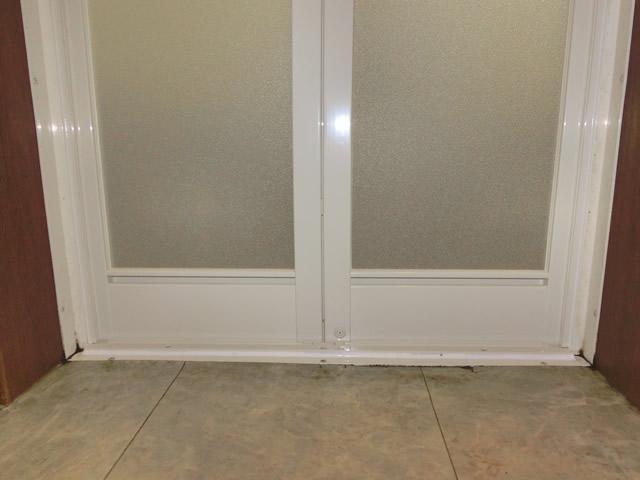 新設 浴室中折れドア