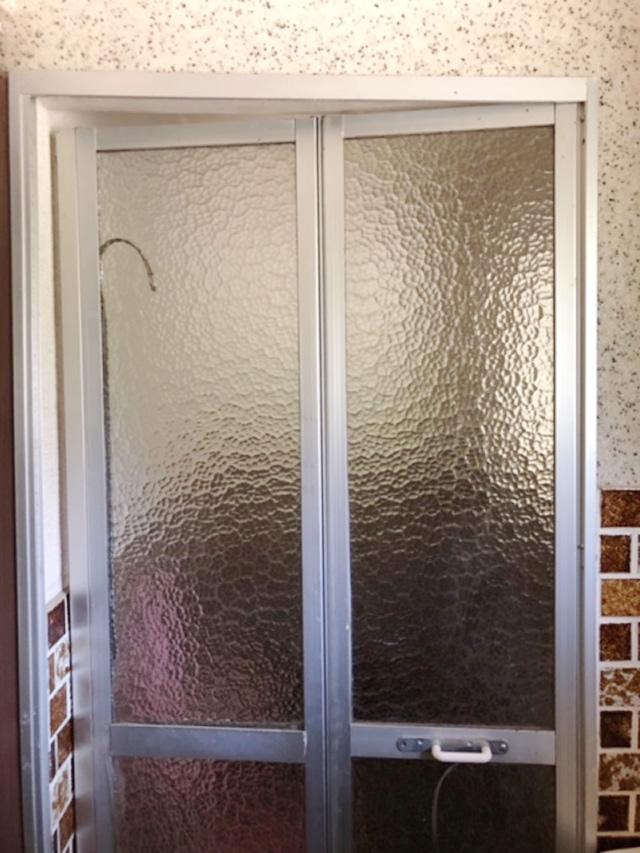 浴室中折れドア 取替工事